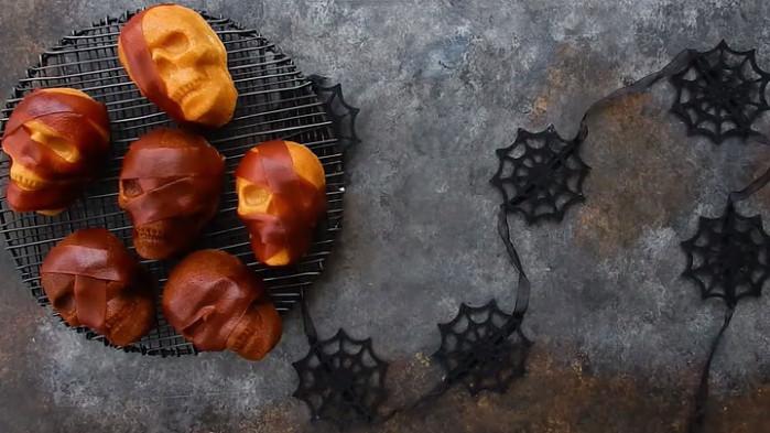 Skull muffin pan