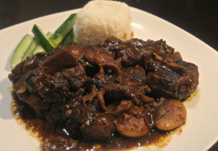 Jamaican Oxtail Recipe Slow Cooker as the Stew with Broads Beans
