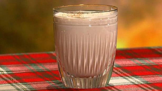 Mouthwatering Spiked Eggnog Recipe, Perfect for Festive Holiday Time