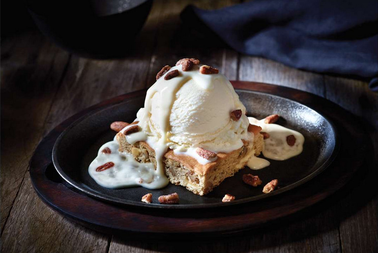 Applebees butter pecan blondie.jpg