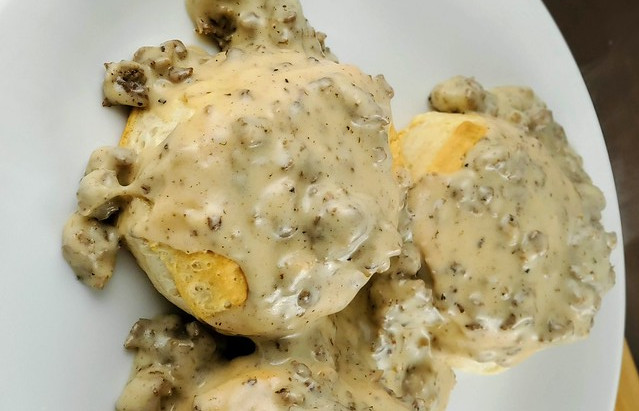 Denny's Biscuits and Gravy Simple Recipe for Lunch and Dinner