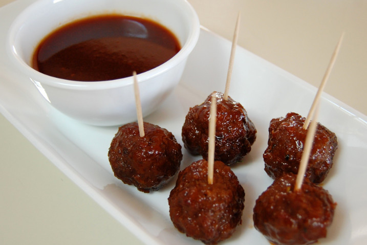 Grape Jelly and Ketchup Meatballs as Everyone's Favorite Dish to Enjoy the Party